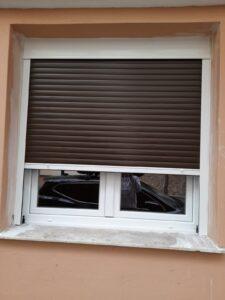 pvc παράθυρο με σίτα