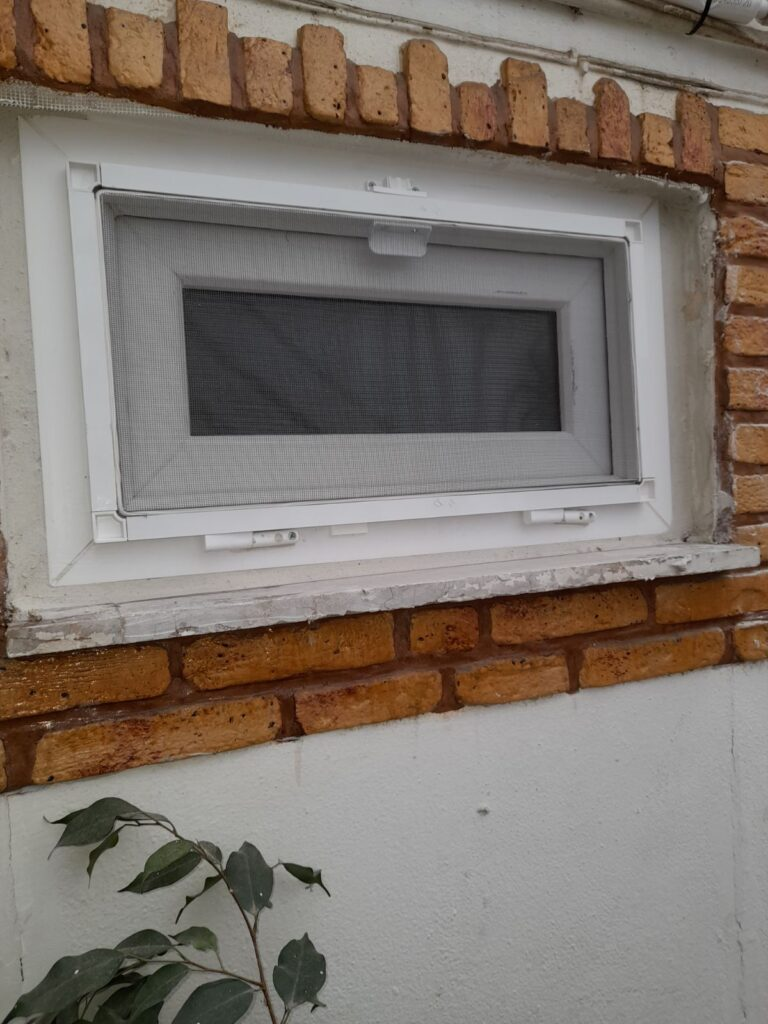 παράθυρο μπάνιου pvc δραπετσώνα