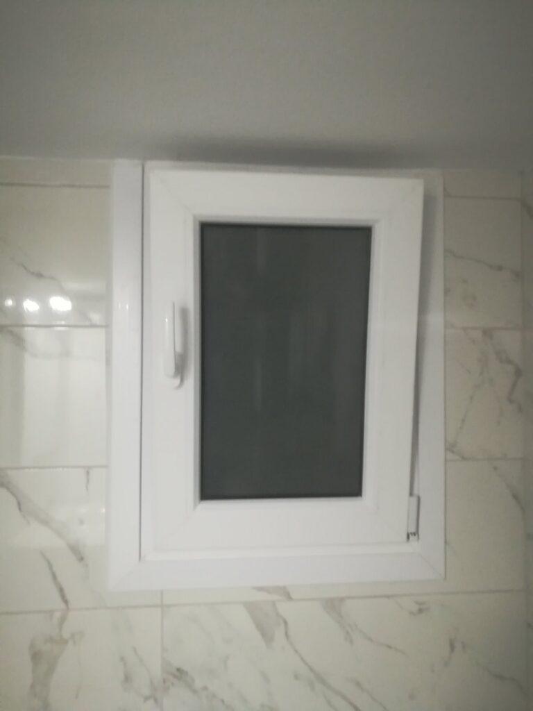 παράθυρο μπάνιου pvc περισσός