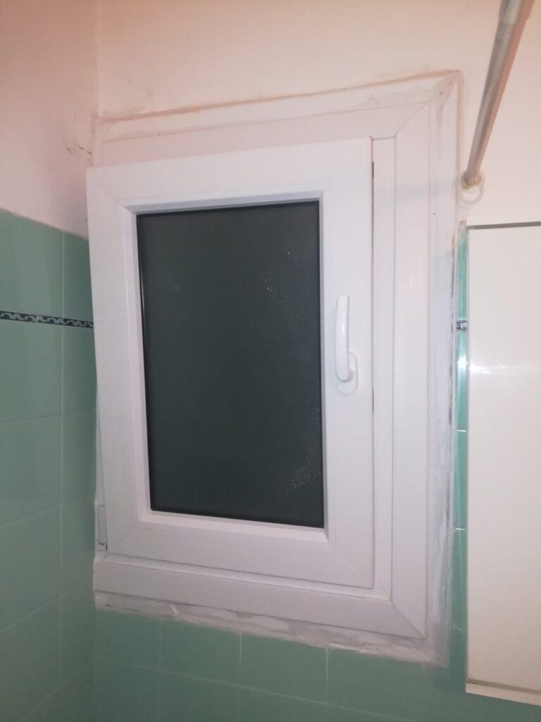 παράθυρο μπάνιου pvc