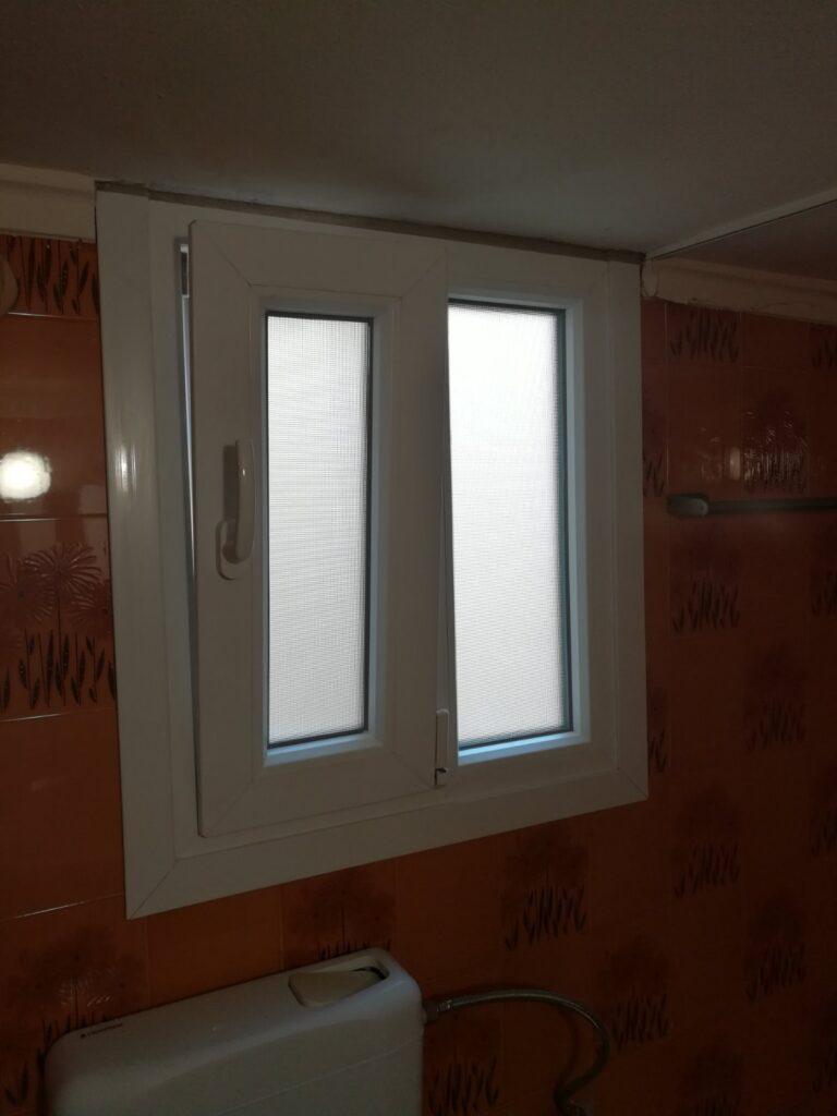 παράθυρο μπάνιου pvc κορυδαλλός